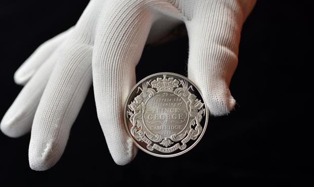 Moeda em homenagem ao Príncipe George (Foto: AP)