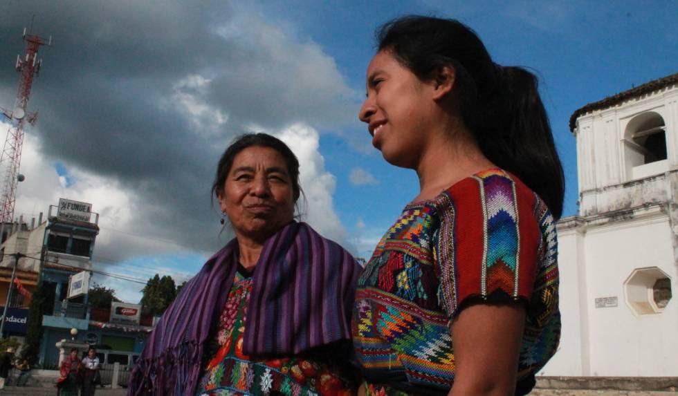 En sus canciones, Sara Curruchich habla de las enseñanzas de su madre, del respeto por la naturaleza y de la memoria de los pueblos mayas.