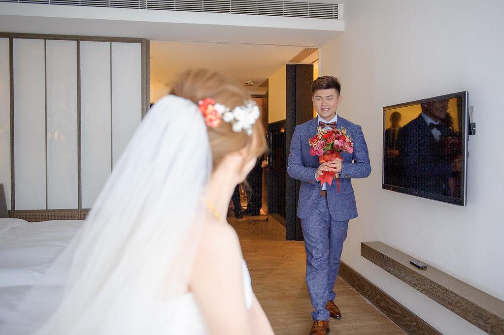 084捧花交給新娘