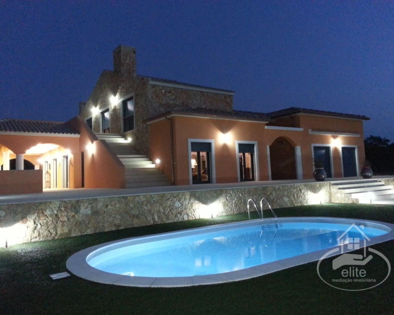 Maravilhosa quintinha V4 em azeitão nova a estrear com garagem, adega, terraços, jardins, furo, paineis solares! Venda  1 650 000 €