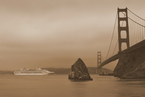 Boat and Golden gate