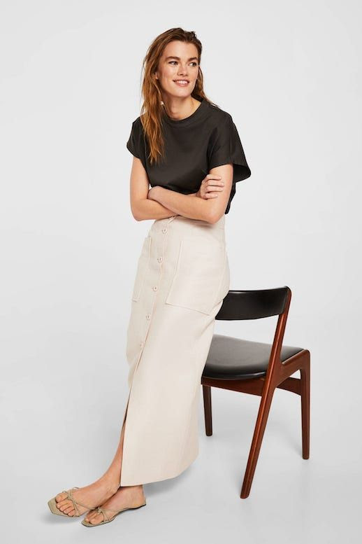 Long Linen Button Front Skirt Boxy Organic Cotton Tee T-shirt Flat Strappy Sandals Spring Summer Style Outfit Idea Mid Century Chair Le Fashion Blog Mango 2018