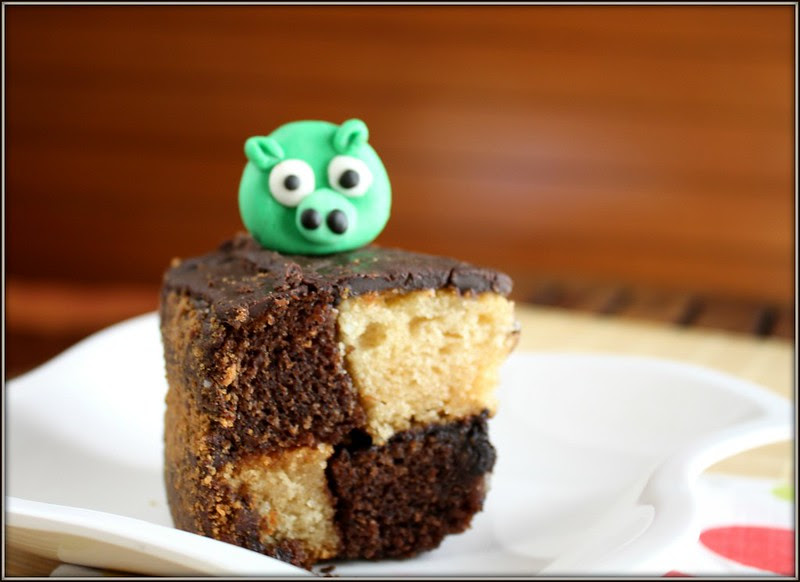 chequered cake with pig