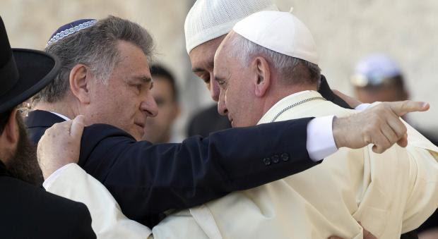 Encontro de Peres e Abbas no Vaticano marcado para oito de junho