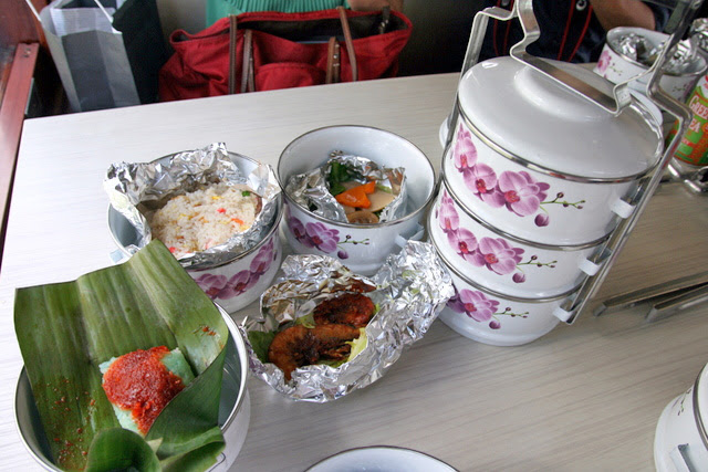 Food isn't the highlight of the tiffin cruise, but the tiffin carrier that you get to keep is!