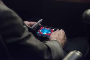 McCainPoker 300x200 Tase: senaator mängis Süüria teemalise istungi ajal pokkerit