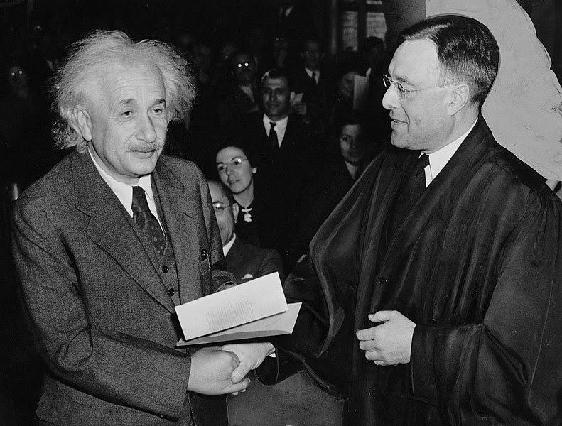 Ficheiro:Citizen-Einstein.jpg