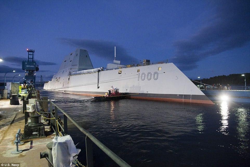 Hình ảnh Quái vật tàng hình của hải quân Mỹ lần đầu tiên bơi ngoài biển số 8