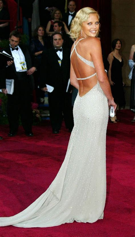 Top 10 Best Oscar Dresses of All Time   Top Inspired