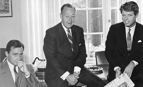 Robert Vaughn, left, with Bobby Kennedy, right, and Norman Topping, president of the University of Southern California, in 1965