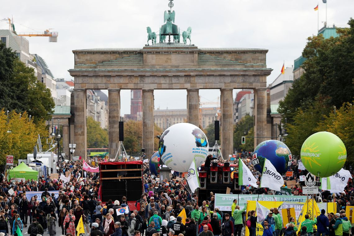 People gather in front of the Brandenburg Gate as they take part in the Global Climate Strike of the movement Fridays for Future, in Berlin, Germany, September 20, 2019. REUTERS/Fabrizio Bensch