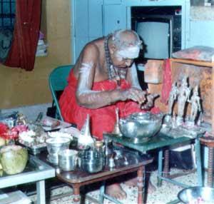 Kripananda Variar at puja, Madurai 1987