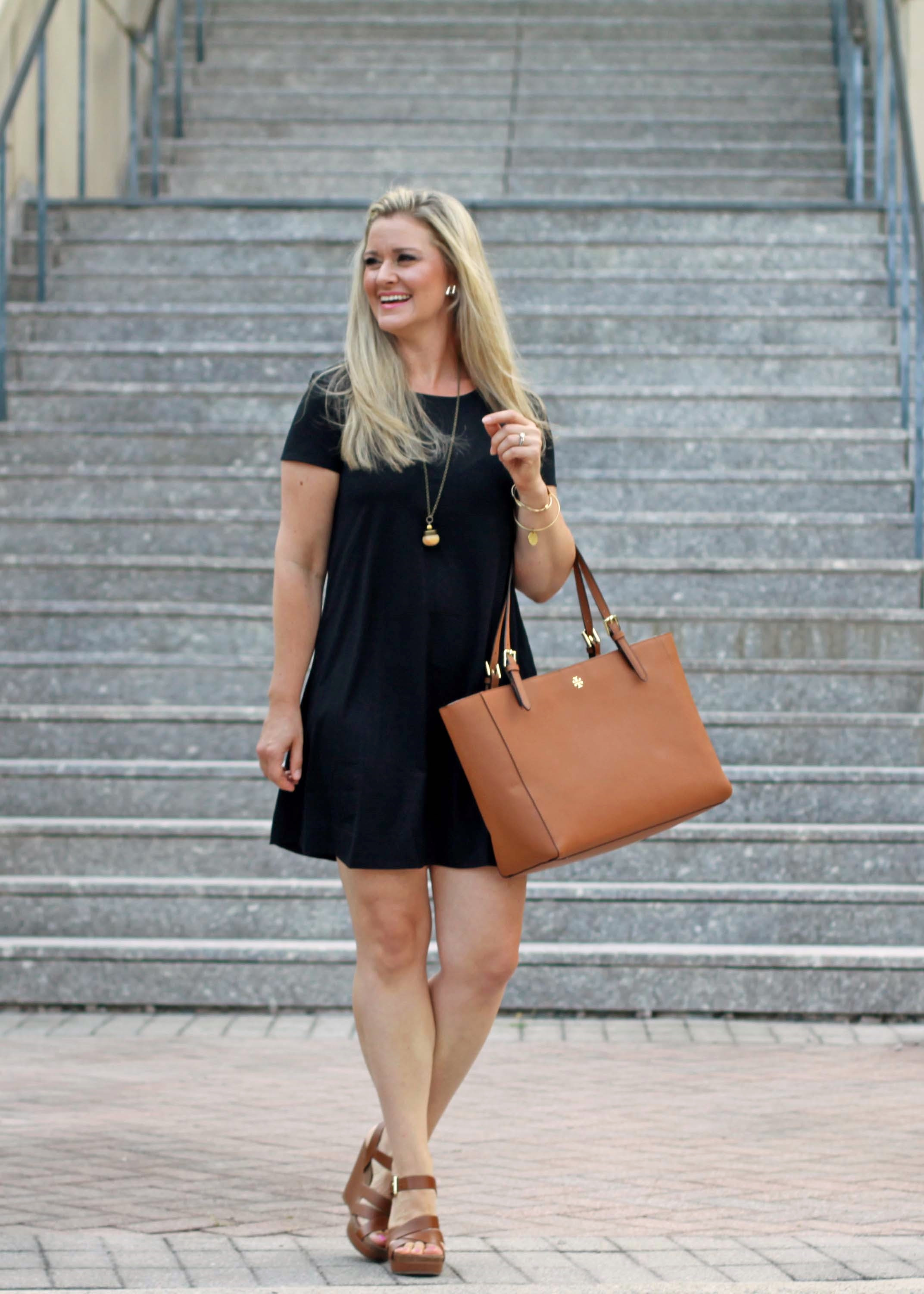 how to style a casual black tshirt dress for summer