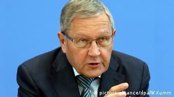 Ο Κλάους Ρέγκλινγκ διαφωνεί με τη γραμμή του ΔΝΤ στο θέμα της Ελλάδας
