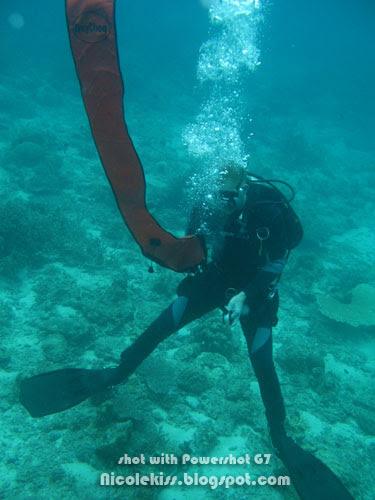 intructor releasing buoyancy