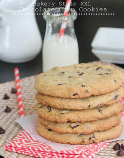 Bakery-Style-XXL-Chocolate-Chip-Cookies-2-text