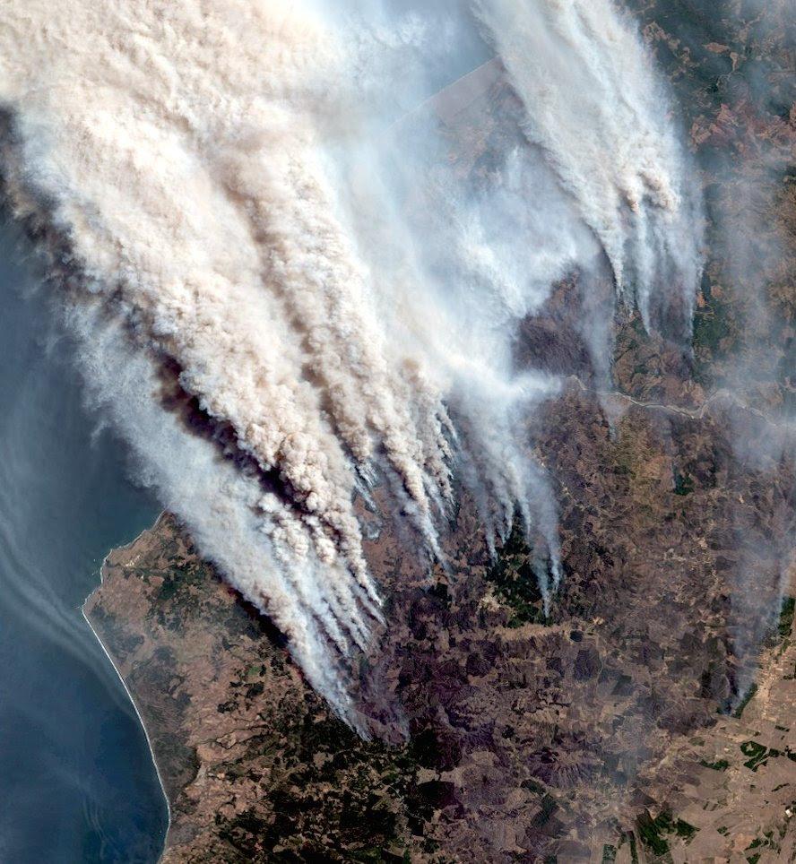 brûlures de la ville pendant chile une traînée de poudre, ville complète brûle dans la vidéo chile, la ville brûle chile janvier 2017 vidéo, le Chili, les feux de forêt, les feux de forêt chile 2017, chile feu 2017,