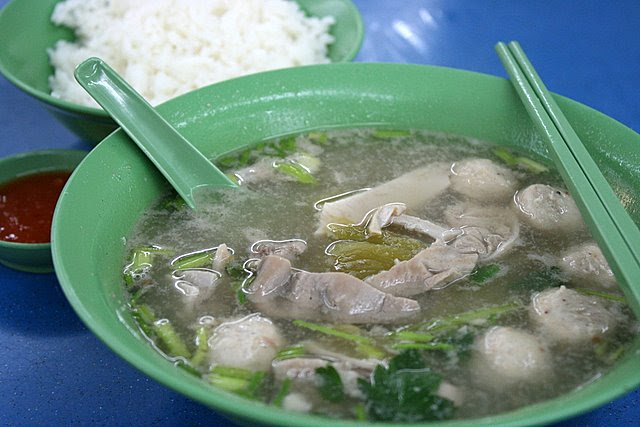 Pig stomach soup with pork meatballs