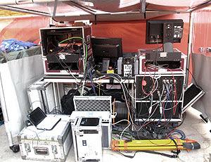 controlespidercam - cabine de controle da spidercam ao lado  do gramado no soccer city