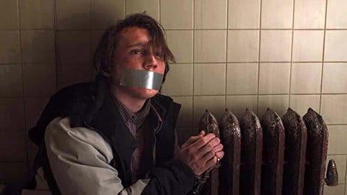 Embora ele foi considerado inocente e libertado pela polícia, Keller está convencido de que Alex Jones é o culpado.  Ele seqüestra e tortura-lo por dias para fazê-lo falar.