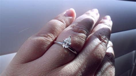 Pear shaped rings and carat size on finger