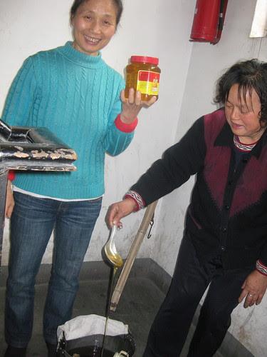 Jiang Ayi and honey seller