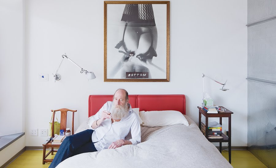 """""""Art Is Not About Skill"""": Benjamin Buchloh Interviews Lawrence Weiner On His Sensual Approach to Conceptual Art"""