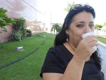 Eliane contou com o apoio da água para superar vontade de fumar (Foto: Vitor Tavares / G1)