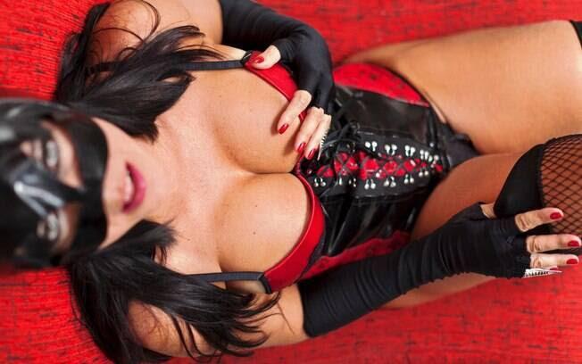Ana Stripper conta que faz até dez apresentações sensuais por dia: 'Fico toda assada se exagero'