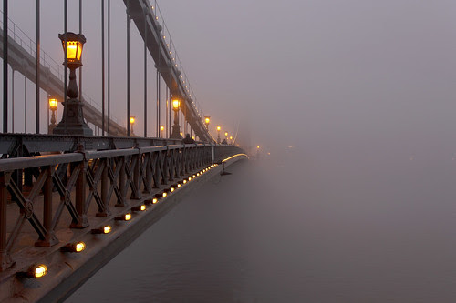 Budapest - the Chain bridge covered in fog at new year's eve 3 por Romeodesign