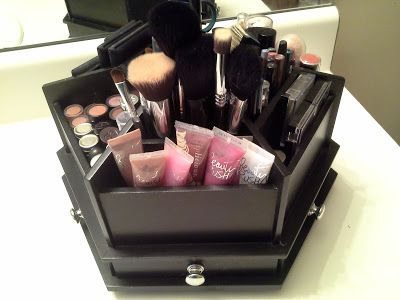 Makeup Station Organization: Simply in Control - http://simply-in-control.blogspot.com/2013/08/makeup-organization.html?m=0