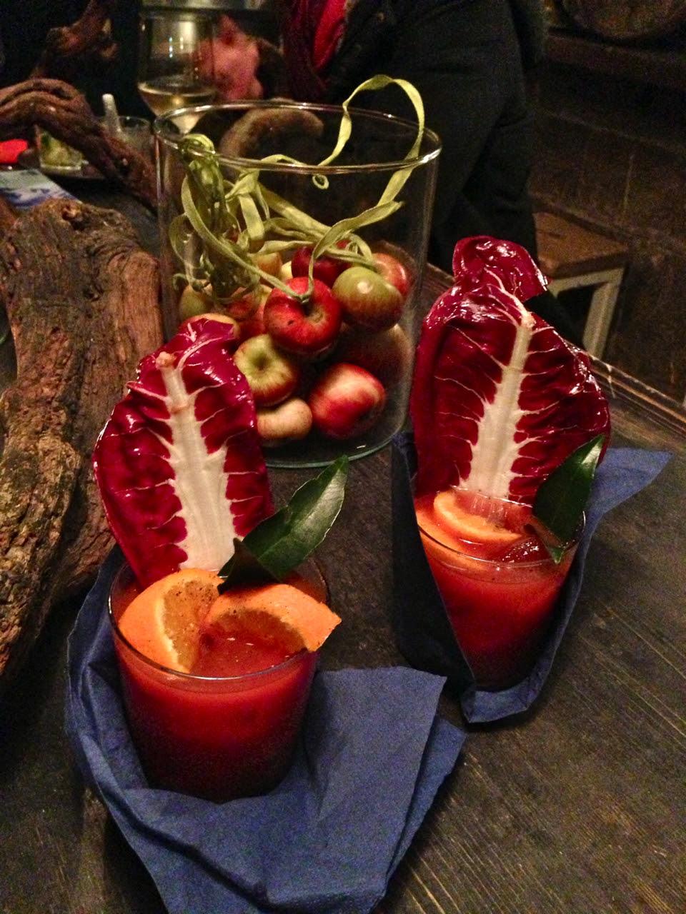 Primeiro o drink, bloody mary.   Quem segue aqui sabe que é um dos nossos drinks favoritos.  Este é com laranja e gengibre.