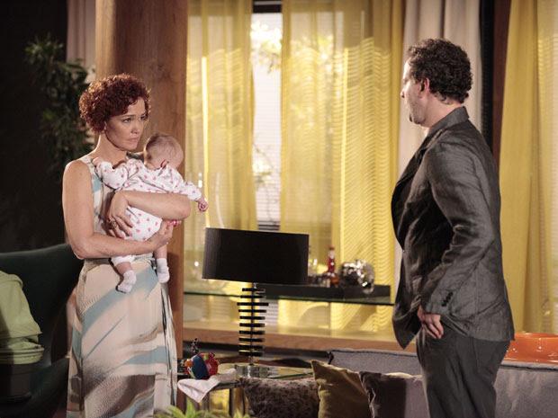 Paulo diz a Esther a relação deles é apenas empresarial (Foto: Fina Estampa / TV Globo)