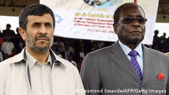 محمود احمدینژاد، رئیس جمهور پیشین ایران و رابرات موگابه، رئیس جمهور زیمبابوه، نام هر دو کشور در اسناد پولشویی پاناما آمده است