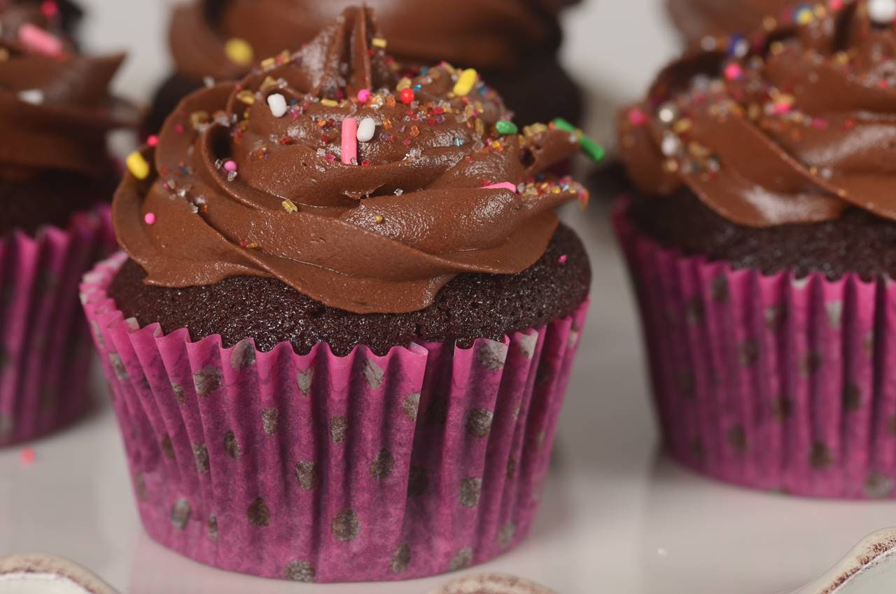 Chocolate Cupcakes Recipe - Joyofbaking.com *Video Recipe*
