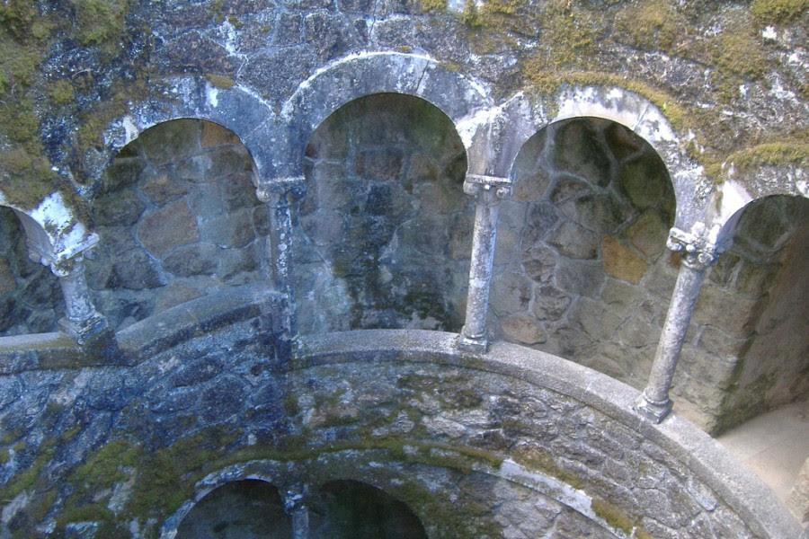 Колодец Посвящения, усадьба Кинта-да-Регалейра, Синтра, Португалия