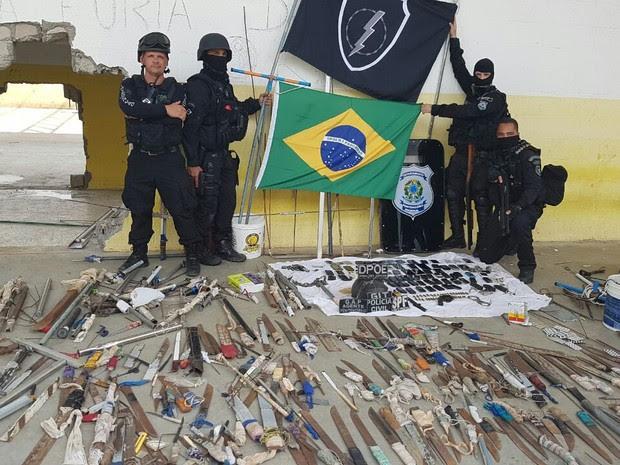 Armas brancas e celulares são apreendidos em Alcaçuz durante intervenção (Foto: G1 RN)