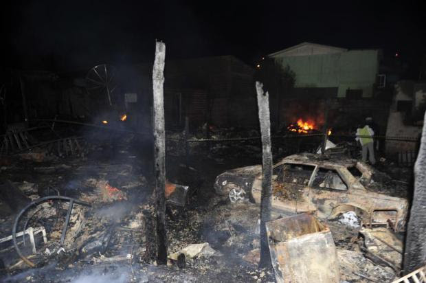 Incêndio mata três irmãos e queima pelo menos 20 casas em Caxias do Sul Roni Rigon/Agencia RBS