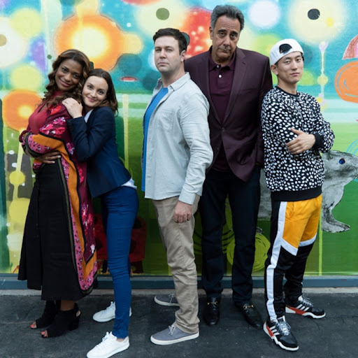 Avatar of Single Parents Star Brad Garrett Roasts His Costars, But They Just Want to Hang Out With Him