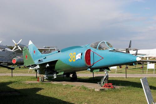 Yakovlev Yak-38M 38 yellow