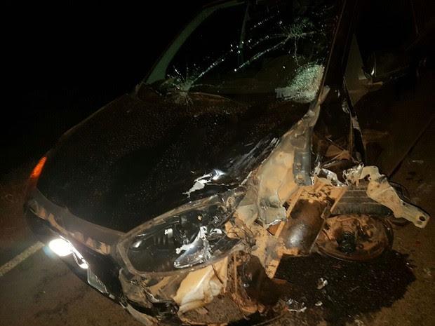 Carro do homem que atropelou as vítimas em Fruta de Leite (Foto: Polícia Militar/Divulgação)