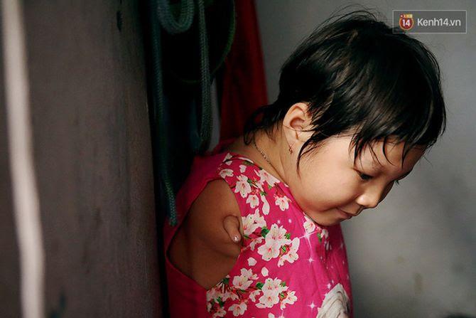 Nụ cười của cô bé không có tay mưu sinh giữa Sài Gòn - Ảnh 14