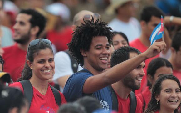 El pueblo cubano en el desfile por el Primero de Mayo. Foto: Ladyrene Pérez/Cubadebate