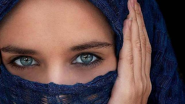 El láser que convierte los ojos marrones en azules