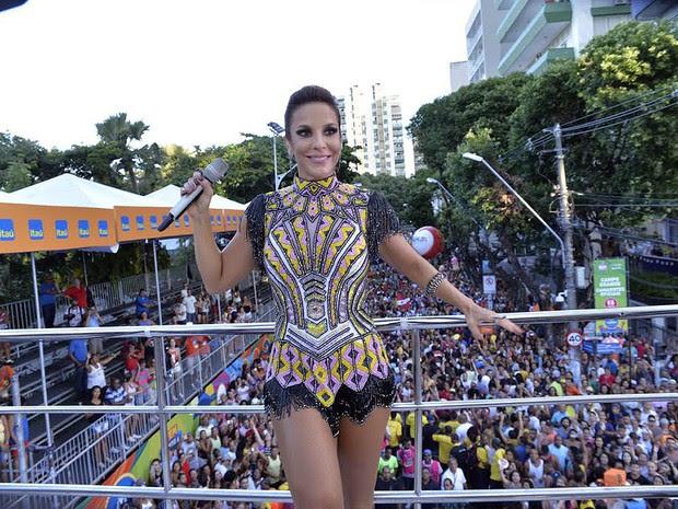 Ivete Sangalo começa desfile no circuito Osmar (Foto: Elias Dantas/Ag. Haack)
