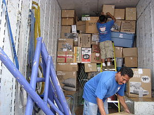 English: Moving Company employees load a movin...