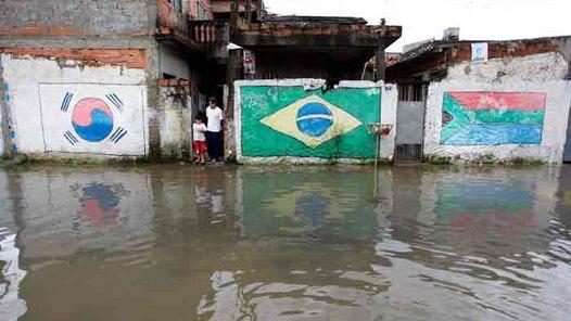 Anoche cayeron más de 50 milímetros de agua en la ciudad de Sao Paulo. (AP)