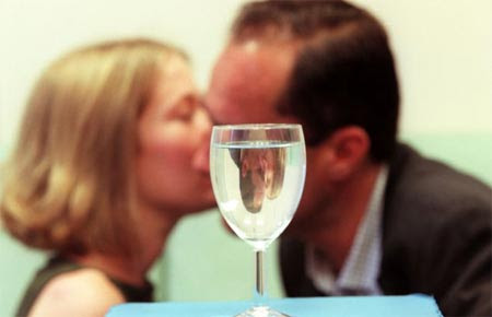 Cách phát hiện nhanh chất kích dục trong đồ uống