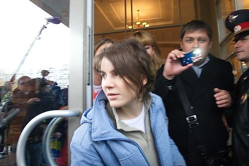 Екатерина Самуцевич выходит из здания Мосгорсуда pussy riot by hegtor