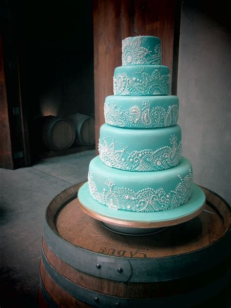 Best 25  Henna wedding cake ideas on Pinterest   Henna